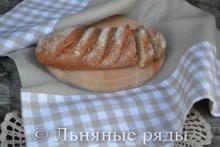 Серое льняное полотенце в клеточку для пирогов