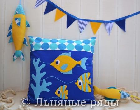 подушка с рыбками